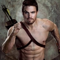 Stephen Amell Hints at Playing Arrow in 'Justice League'