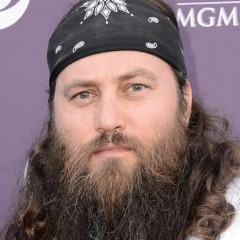 'Duck Dynasty' Star Pulls a Miley Cyrus at the CMAs