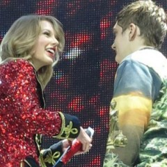 Fan Rushes The Stage & Gives Taylor Swift A Note
