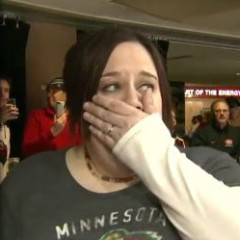 Soldier Surprises Wife at Hockey Game
