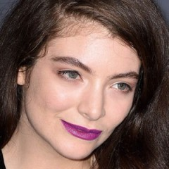 Here's What The Inside Of Lorde's Tour Bus Looks Like