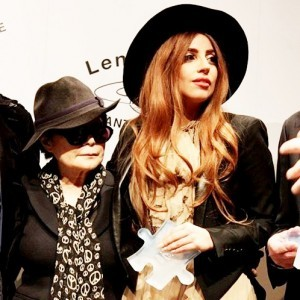 Gaga Given Peace Prize By Yoko Ono