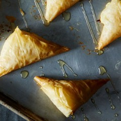 10 Easy Snacks to Serve with Red Wine
