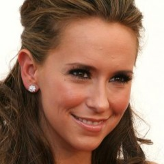 Jennifer Love Hewitt is Engaged and Expecting