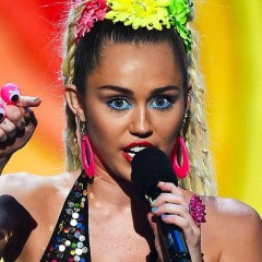 Miley Cyrus & Nicki Minaj Took Their Beef to the VMA Stage