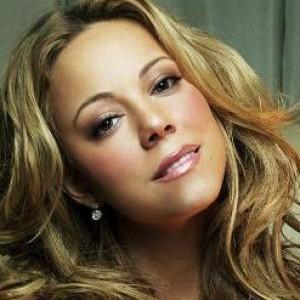 3 Photos That Prove Mariah Carey Might Be Losing It